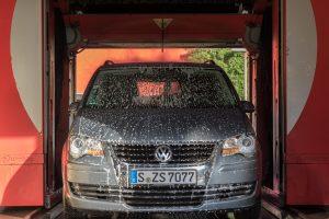 ガソリンスタンドの洗車機待ちがえげつなかった・・